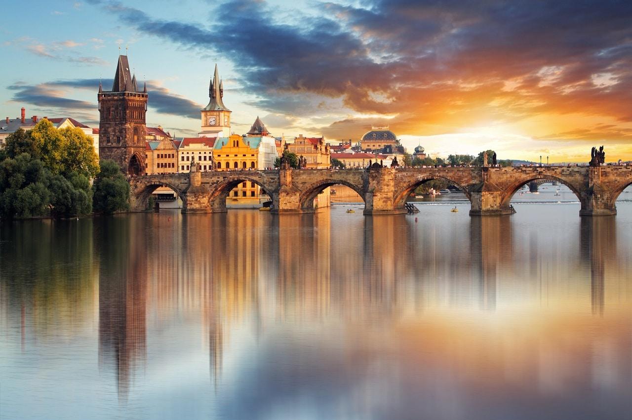 πραγα-γεφυρα-του-καρολου-ταξιδι-στην-πραγα-Hotels24